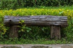 Träbänk, objekt Arkivfoto