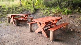 Träbänk och tabell Arkivfoton