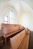 Träbänkar i evangelikal Lutherandomkyrka Royaltyfri Fotografi