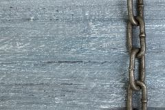 Träbakgrund med kedjan Kopiera utrymme för text arkivbild