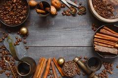 Träbakgrund med turkisk coffe Fotografering för Bildbyråer