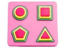 Träbarn i en rosa ask med geometriska former som isoleras på vit bakgrund Arkivfoto