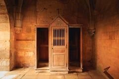 Träbiktstolen behöll nästan intakt efter den gång royaltyfria foton