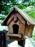 träbirdhouse Fotografering för Bildbyråer