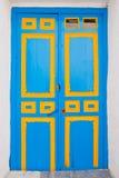 träblå dörr Royaltyfria Bilder
