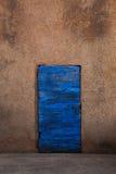 träblå dörr Royaltyfri Bild