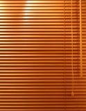 träblint fönster arkivbilder