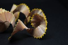 TräblyertspennaShavings på för Art Background Concept Suitable For för svart hantverkpapper abstrakt kreativitet idérik process fotografering för bildbyråer