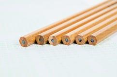 Träblyertspennor på svarsark Royaltyfri Fotografi