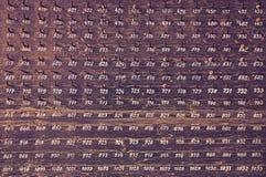 Träbräde med krokar och nummer Fotografering för Bildbyråer