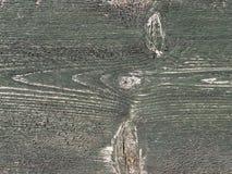 Träbräde som täckas med grön skalningsmålarfärg Arkivbilder