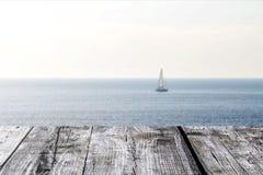 Träbrädena på havssikten Royaltyfri Foto