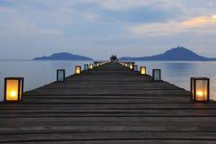 Träbro i havet Royaltyfria Bilder
