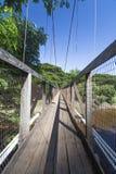Träbro i Hawaii Arkivbild