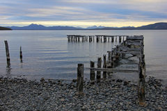 Träbro, landningetapp, sjö Yehuin, Argentina Fotografering för Bildbyråer