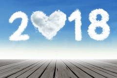Träbro nedanför nummer 2018 Arkivfoto