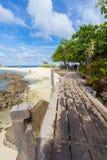 Träbro till havet Royaltyfria Bilder