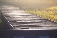 Träbron över järnvägen Royaltyfria Foton