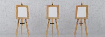 Träbruna Sienna Easel med åtlöje upp tom tom kanfas Isolat royaltyfria foton