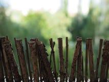 Träbrunt staket för trädgårds- liten garnering fotografering för bildbyråer