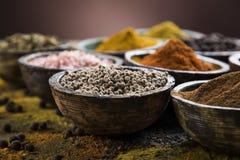Träbunke, varma kryddor Fotografering för Bildbyråer