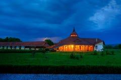 Träbyggnad i Transylvania Royaltyfri Bild