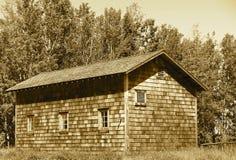 Träbyggnad med Cedar Shakes In Sepia Arkivfoton