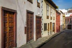 Trädörrar av traditionella canarian hus, La Orotava Arkivbild