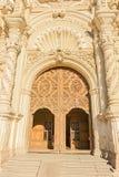 Trädörrar Catedral de Santiago i Saltillo, Mexico royaltyfri foto