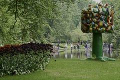 Träd av liv i vårträdgården Keukenhof arkivfoton
