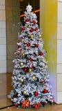 Träd för vit jul Arkivbilder