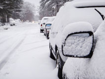 träd för vit snö för bil avspeglar snöig torra den scanic vägbanan Fotografering för Bildbyråer