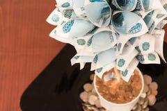 Träd från rysspengar på texturbakgrund Arkivfoton