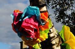 Träd med band på det festival Royaltyfria Bilder