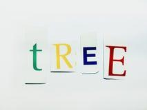 Träd - utklipp uttrycker collage av blandade tidskriftbokstäver med vit bakgrund Arkivfoton
