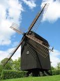 trädansk windmill arkivfoton