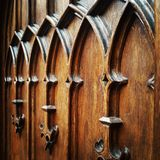 Trädekorativ medeltida dörr Royaltyfri Fotografi