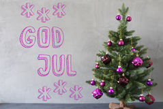 Trädet cementväggen, textguden Juli betyder glad jul Arkivbilder