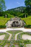 Trädgård av den Linderhof slotten i Tyskland Fotografering för Bildbyråer