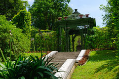 Trädgård av den Linderhof slotten i Tyskland Arkivfoton