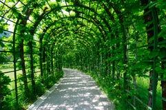 Trädgård av den Linderhof slotten i Tyskland Royaltyfri Foto