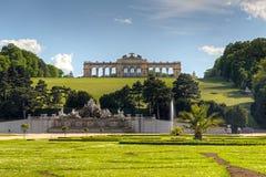 Trädgård av den Schonbrunn slotten i Wien, Österrike Royaltyfri Foto