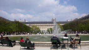 Trädgård av Palais-Royal - Paris, Frankrike arkivfilmer