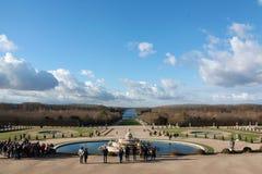 Trädgård av slotten av Versailles, i vinter arkivfoton
