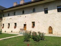 Trädgård av SUCEVITA-kloster royaltyfria bilder