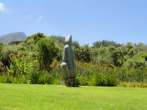 Trädgård för Kirstenbosch botanisk stenskulptur Arkivbild