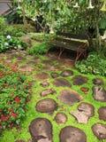 Trädgård i den Bhubing slotten Arkivfoton