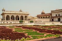 Trädgård i det Agra fortet arkivfoto