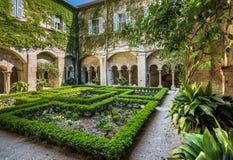 Trädgård i kloster Arkivfoto
