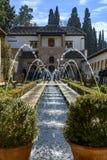 Trädgård i slotten av Generalife i Alhambraen fotografering för bildbyråer